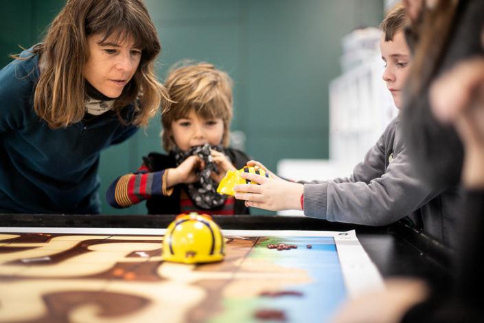 BeeBot y tapetes TILK. Nos iniciamos en las bases de la robótica mediante el juego.