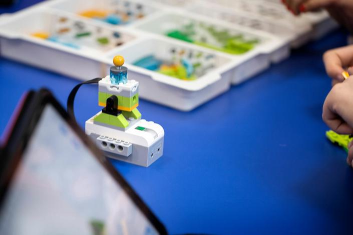 WeDo. Cómo construiremos lo que imaginamos… Experimentamos con motores, sensores y programación.